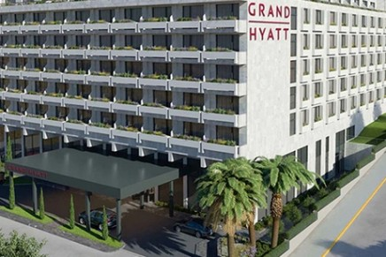 Greecefêtes its first Grand Hyatt branded hotel. The impressive rooftop restaurant with views of the Acropolis awaits you