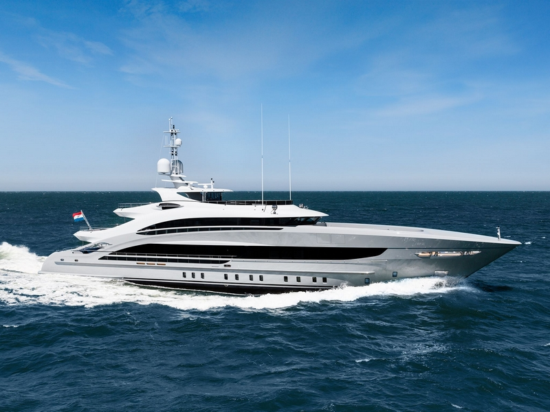 Heesen Yachts YN 18350, christened Omaha, has been delivered to her owners -2018