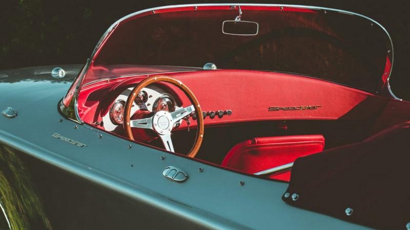 Hermes Speedster in Porsche 356 Design-boat