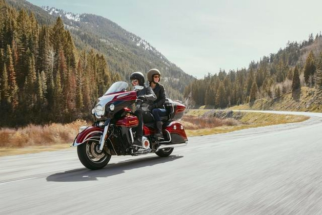 INDIAN MOTORCYCLE LIMITED-EDITION 2019 ROADMASTER ELITE-on the road