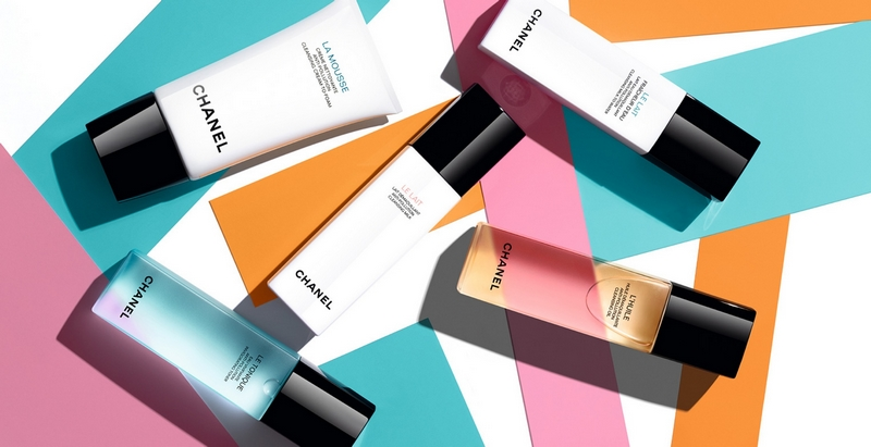 In a delicate, voluptuous caress, skin is left supple, luminous and perfectly makeup-free.