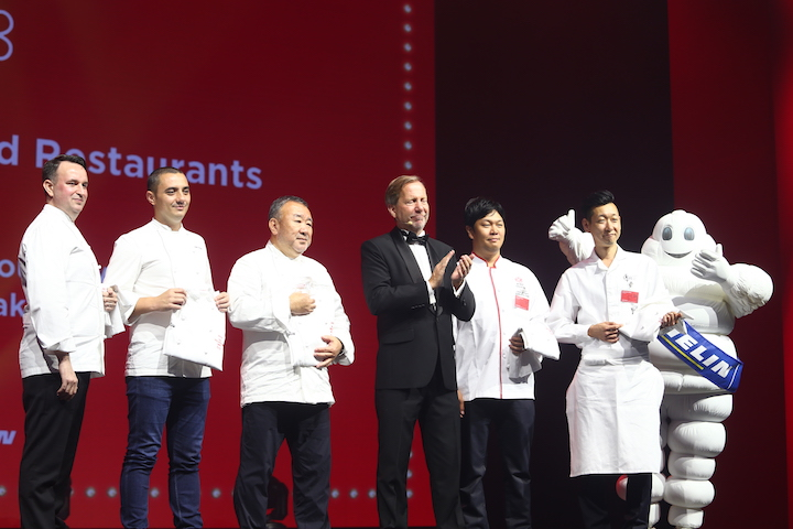 International Director for the MICHELIN Guides Michael Ellis with the five chefs from two-Michelin-starred restaurants.