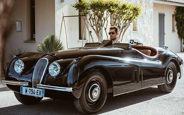 JAGUAR CLASSIC TAILOR-MADE XK120 FOR MALE MODEL DAVID GANDY - jaguar land rover