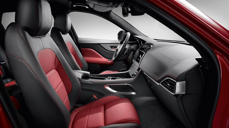 Jaguar f pace r sport car review it s outstandingly for Interieur jaguar e pace