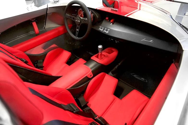 Jannarelly Design-1 sports car is designed for pure driving pleasure-002-interior