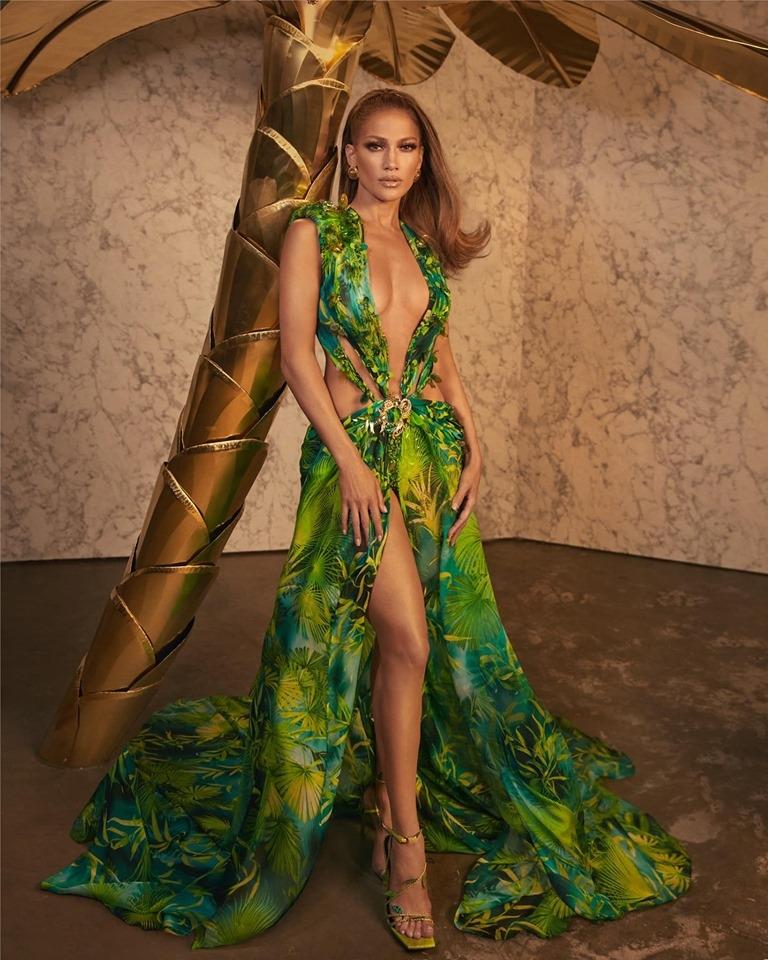 Jennifer Lopez's VersaceSS20 look is a reinterpretation of the Versace Spring-Summer 2000 green Jungle print runway dress