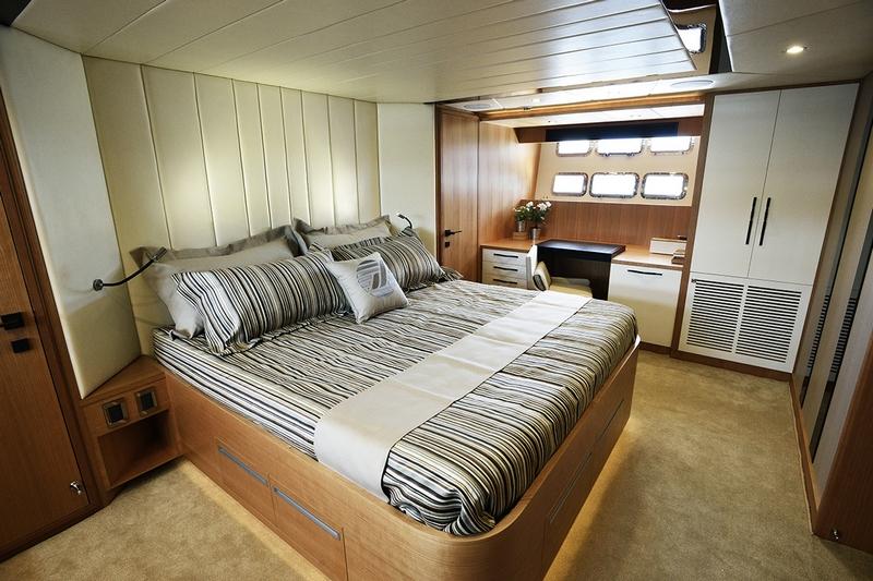 Johnson Yachts Johnson 93 - interior II