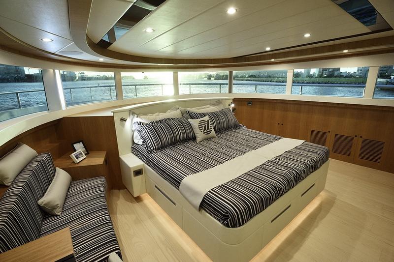 Johnson Yachts Johnson 93 - interior III
