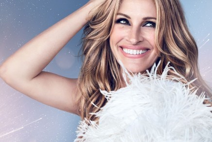 Julia Roberts perfectly embodies this first gourmand iris fragrance for women