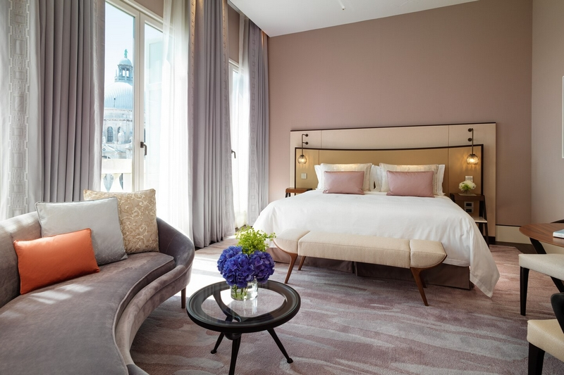 King Luxury Grand Canal View Guest Room-03