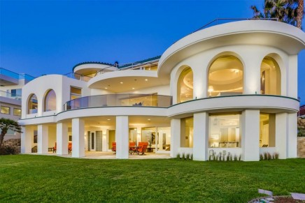 Few homes in La Jolla truly achieve the elegance and luxury of $26,588,000 Vista Del Mar