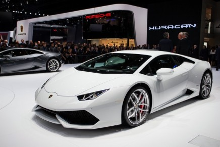 Free supercars offered with luxury properties in Dubai