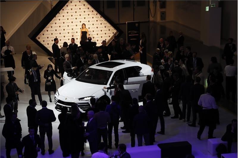 Lamborghini Urus Super SUV-Urus Premiere Urus on display white