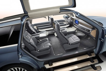 Yacht-inspired Lincoln Navigator SUV makes access easy