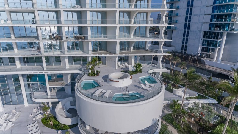 Located on the Spa & Fitness level, residents will enjoy the exclusive Water Therapy terrace, with stunning views all around