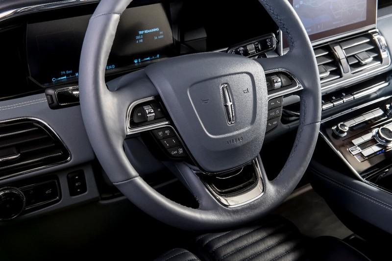 Long-wheelbase Lincoln Black Label Navigator debuted at Jay's Garage Stand at 2018 SEMA