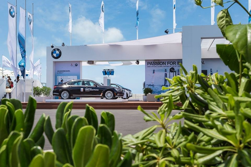 Luxury Car Buyers Are Going Online - BMW dealership