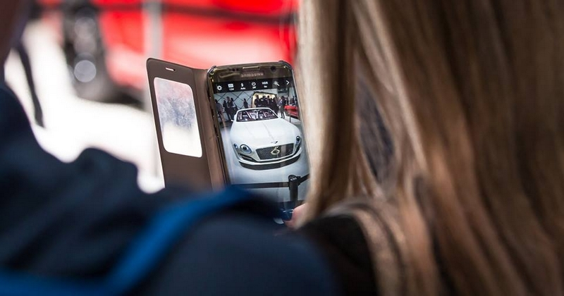 Luxury Car Buyers Are Going Online - Social Media