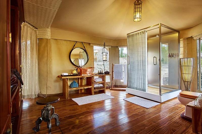Luxury Suite Tent Bathroom