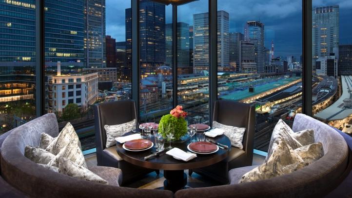 MOTIF RESTAURANT & BAR AT FOUR SEASONS HOTEL TOKYO AT MARUNOUCHI