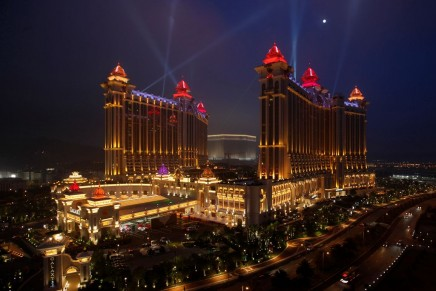 Can Online Gaming Really Replicate a Lavish, High-end Gambling Experience?