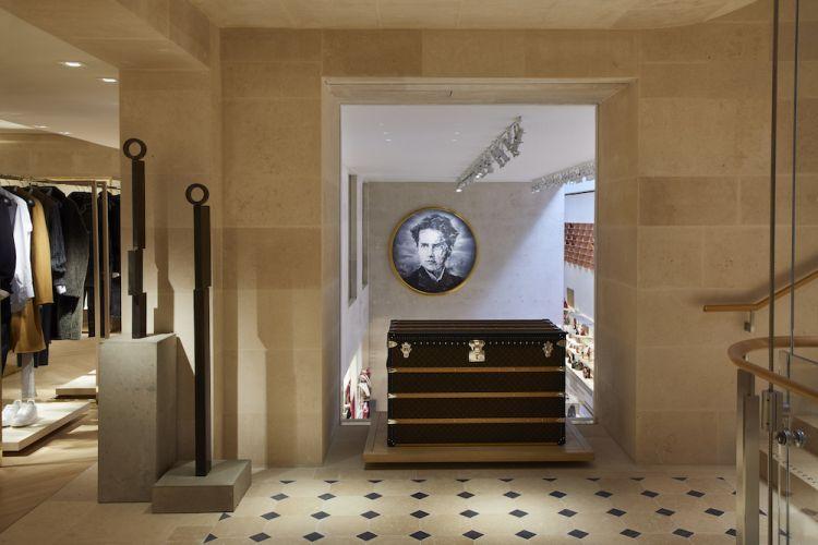 Maison Louis Vuitton Vendôme at 2 Place Vendôme Paris-int