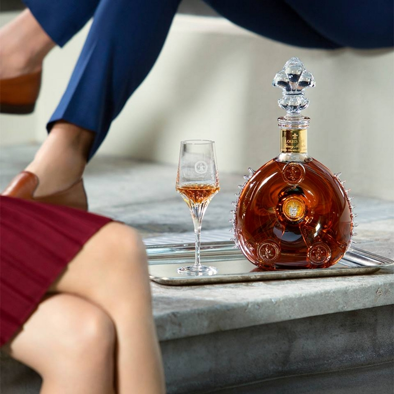 Make every moment remarkable and enjoy the perfect weekend with friends and LOUIS XIII