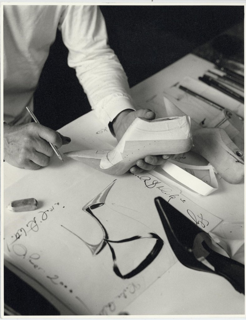 Manolo Blahnik The Art of Shoes_manolo-blahnik-working
