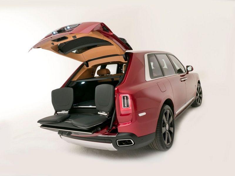 Mansions at Acqualina comes accessorized with a Rolls-Royce Cullinan