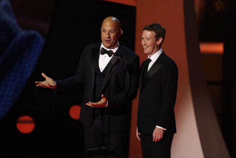 Mark Zuckerberg in suit