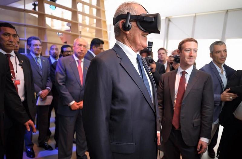 Mark Zuckerberg introduced President Kuczynski of Peru to T-Rex in virtual reality