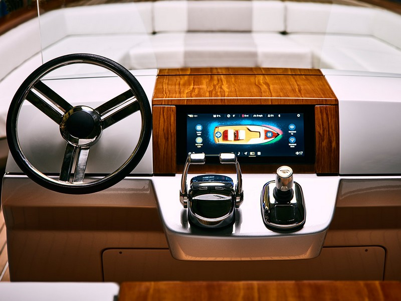 Meet Hinckley Dasher - the world's first fully electric luxury yacht-2017