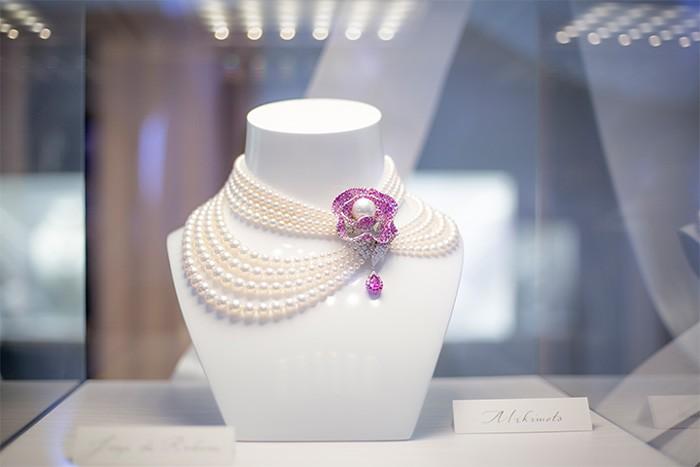 Mikimoto Jeux de Rubans necklace