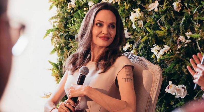 Mon Guerlain Eau de Parfum Intense perfume launch with Angelina Jolie in Paris-01