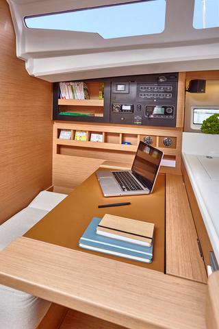 NEW JEANNEAU SO 440-interior spaces