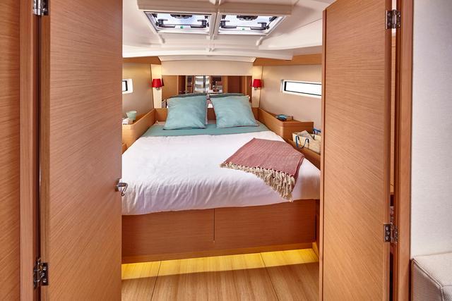 NEW JEANNEAU SO 440-interior suite