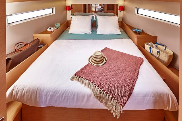 NEW JEANNEAU SO 440-interior