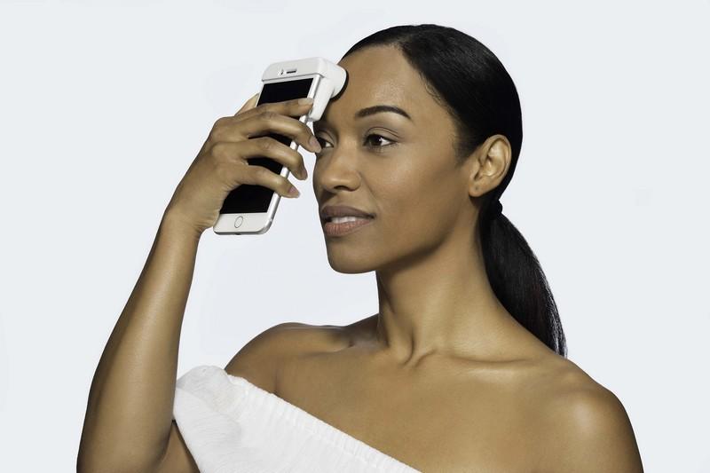 Neutrogena Skin360 SkinScanner In-Use