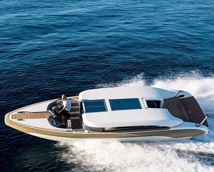 Onda 321L is an outstanding luxury service boat-
