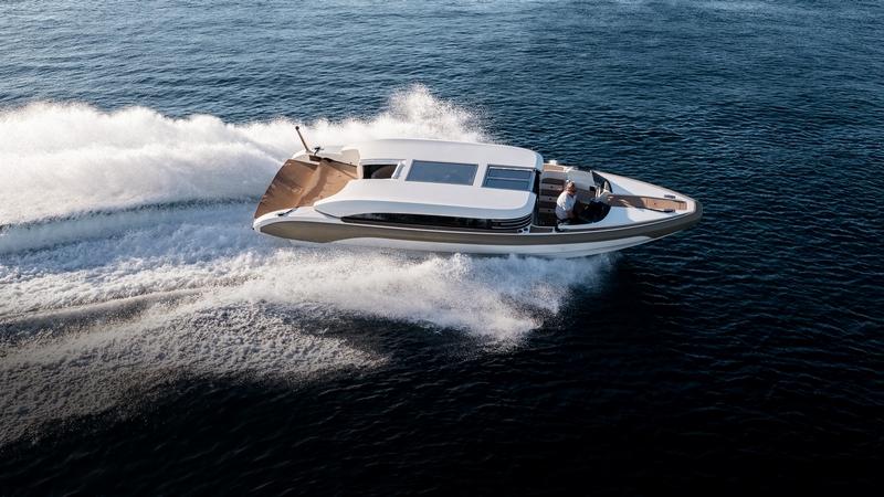 Onda 321L on water