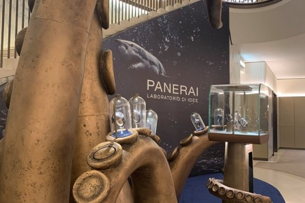 Divers, seafarers and snorkelers alike – this one's for you: Panerai Submersible Pop-Up