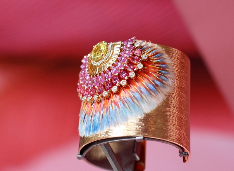 Piaget - An exceptional #SunnySideOfLife cuff decorated with feathers marquetry-
