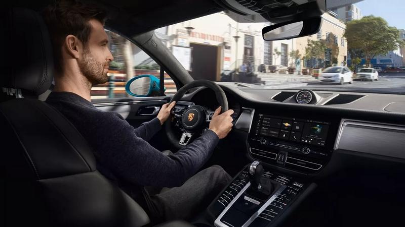 Porsche Macan S interior