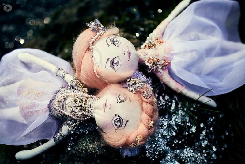 Preciosa twin dolls