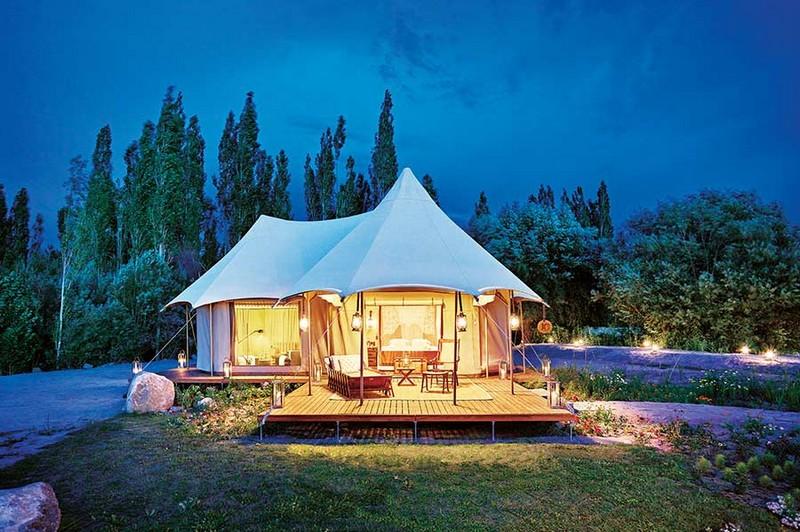 Presedential Suite Tent Exterior