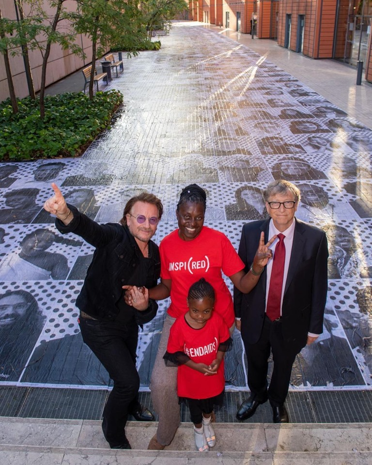 RED 2019 - Bono, Connie, Lubona & Bill Gates at an installation by the Inside Out Project in Lyon