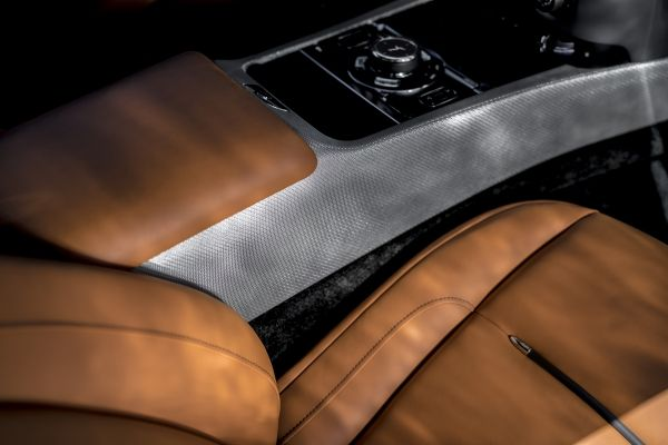 ROLLS-ROYCE TAKES BESPOKE TO NEW HEIGHTS WITH 'WRAITH LUMINARY COLLECTION-01