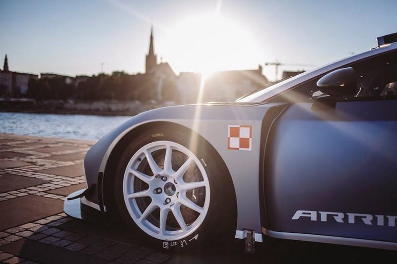 Race-prepared Polish supercar Hussarya Arrinera -