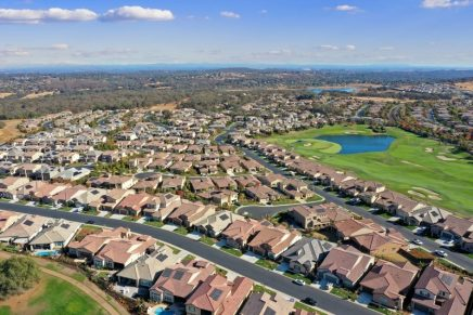 Popular second-home destinations are becoming full-time residences for U.S.homebuyers . Report