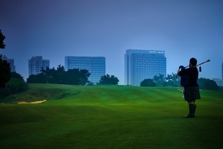 Ritz-Carlton has teed off 2017 with its first golf resort in the Hawaii of China